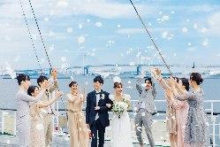 結婚式では動く景色が演出に♪少人数も承ります!