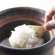 米マイスターが厳選した米で炊く、季節の土鍋飯。