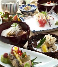料理人が手掛ける会席コースをお楽しみ下さい。 ※写真はイメージ