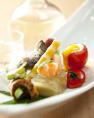 職人が手掛ける色彩豊かな料理を心を込めてご用意します。