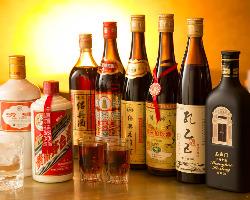 500年近い歴史をもつ茅台酒をはじめ、中国酒を多数取り揃え