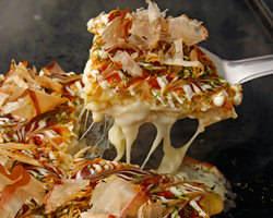 山芋たっぷり!フワフワ食感のお好み焼きは大阪の方も納得の味♪
