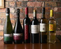 [豊富なワイン]グラスワイン12種は飲み比べがおすすめ