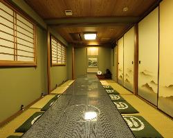最大18名まで利用可能な個室は接待・宴会など様々なシーンで。