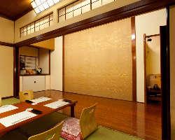 舞台付き大広間では定期的に落語・狂言・日本舞踊の舞台を開催。