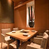 最大4〜16名様までご利用可能なテーブルタイプの個室です。