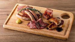 神戸産高見牛等、こだわりお肉のシャルキュトリー。