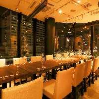 お席は、開放的なフロア席と端正な完全個室の2パターンご用意。