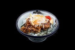 ぷるとろチャーシュー飯は甘辛くやわらかいお肉が魅力のイチオシ