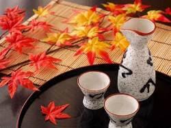 四季折々の日本酒、種類豊富にご用意しております。