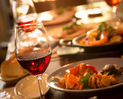 ◇300種以上のワインと本格こだわりスペイン料理を堪能