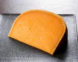仏産のミモレットチーズはあらゆる料理のエッセンスに。