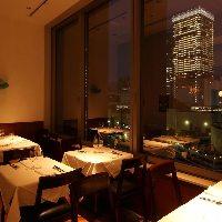特別な夜だけの贅沢を 東京駅をのぞむ、人気の窓側席