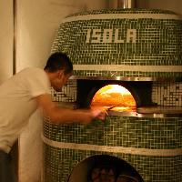 石窯で焼き上げた、表面はパリッ 中はモチモチのナポリピッツァ