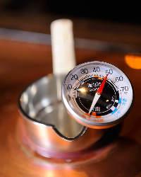 徹底的に温度にこだわった日本酒は錫のチロリで。