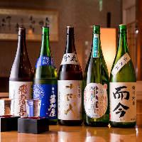 プレミアム銘柄や季節限定酒など全国の日本酒が常時約50種と豊富