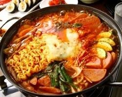 韓国の定番の【ブデチゲ】一度食べるとやみつきになります!