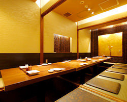 2階席は2~55名様の個室。 接待から宴会や慶法事に最適。