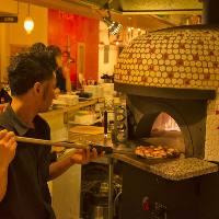 店内の釜で焼く自慢の釜焼きピザは全15種ご用意!