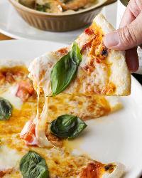イタリアのカプート社の強力粉を独自にブレンドした自家製ピザ