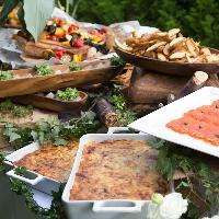 食事はビュッフェ16品と豊富!ドリンクも60種の飲み放題!