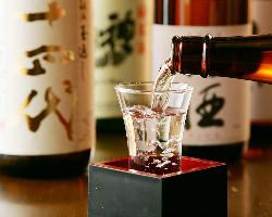 店長自ら厳撰した日本酒・地酒は常時20~25種ご用意