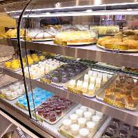 自社工場で生産!手作り感を大切にした自家製ケーキも食べ放題!