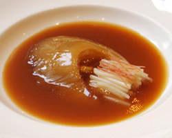 【フカヒレの姿煮】 繊細な味わいをお楽しみください。