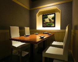 接待・会食に最適な、落ち着いた雰囲気の個室を各種ご用意