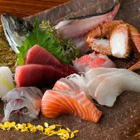 市場から直送で毎日届く、その時期に最も旨い新鮮な魚介をご提供