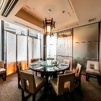 高い天井で高級感溢れる個室は接待や結納・お顔合わせにおすすめ
