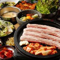 まるごと食べ放題コース。お肉3種類に一品料理もすべて食べ放題
