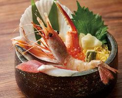宴会コースは食事付で3980円~7品。個室は2名~20名御座います。