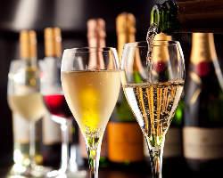 ドリンクの種類はなんと250種類以上!厳選酒やワインリストも◎