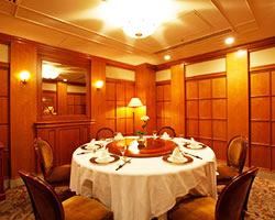 個室「牡丹」8~11名様 中国料理の定番の円卓席