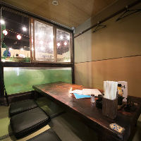 【個室完備】 水族館気分で楽しめる個室からも釣りが可能です