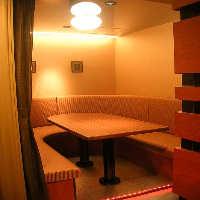 2名様~ご利用いただけるテーブル席もラインナップ豊富に用意。