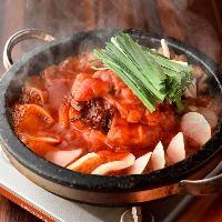 【韓国風もつ鍋】 ピリ辛いで濃厚な味わいをお試しください