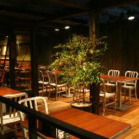 田町では珍しい開放的なテラス席もございます。