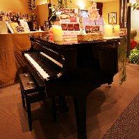 クリスマスディナーではグランドピアノによる生演奏も♪