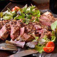 がっつり肉料理をはじめ素材にこだわった創作料理が愉しめる♪