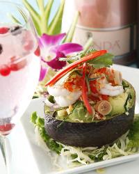 生ハーブと本場のスパイスや調味料にこだわった本格タイ料理