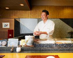 大将の技と握りたての寿司を楽しむなら。カウンター席がおすすめ
