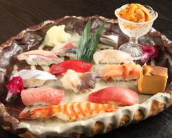 厳選の旬の食材と店主の技が織りなす饗宴。彩り鮮やかな握り寿司