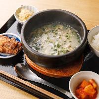 参鶏湯や発酵からあげの人気ランチ「発酵5定食」は1,280円(税抜)