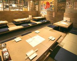 カウンター席にテーブル席、ご宴会にピッタリ の掘り炬燵席とお席も色々!
