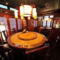 唐代料亭風の円卓席個室は接待・会食にも◎最大20名様まで