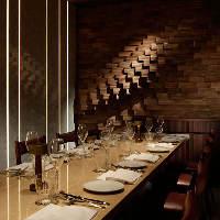 スタイリッシュなデザインの個室は接待や会食などのご利用に最適