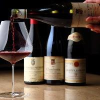 ソムリエが世界中から探し求めた上質なヴィンテージワインが揃う
