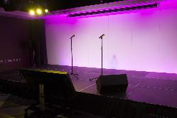 ステージと照明演出で存分に盛り上がっていただけます